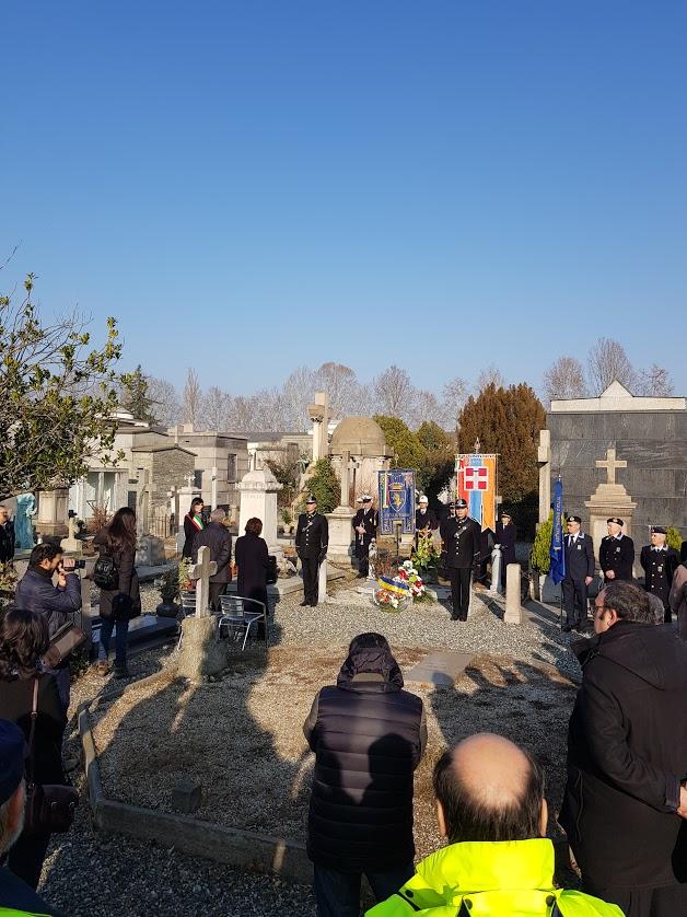Carpanini 2019 davanti alla tomba