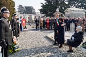 Cerimonia davanti alla Sepoltura di Domenico Carpanini