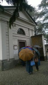 In attesa davanti alla Sinagoga per Kippur