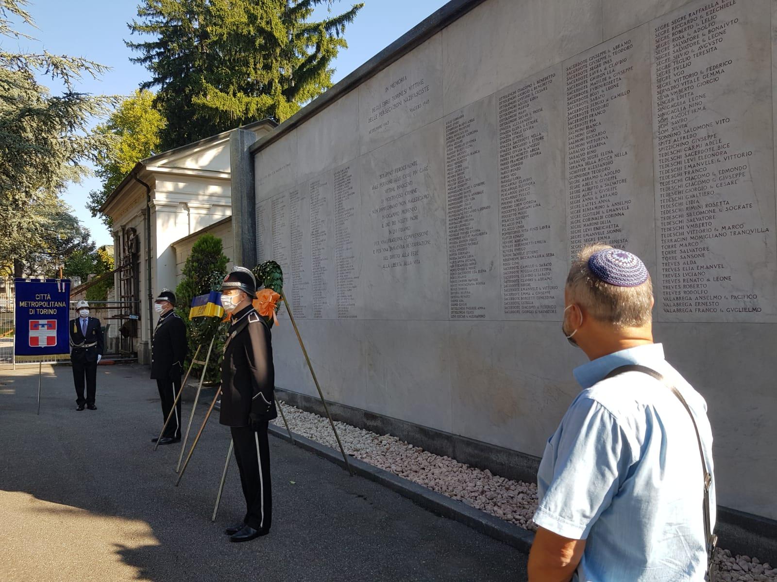 La lapide degli Ebrei torinesi morti nei lager