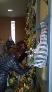 vittime-thyssen-parenti-davanti-alle-tombe