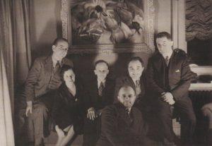 Foto di gruppo con Arrigo Cajumi